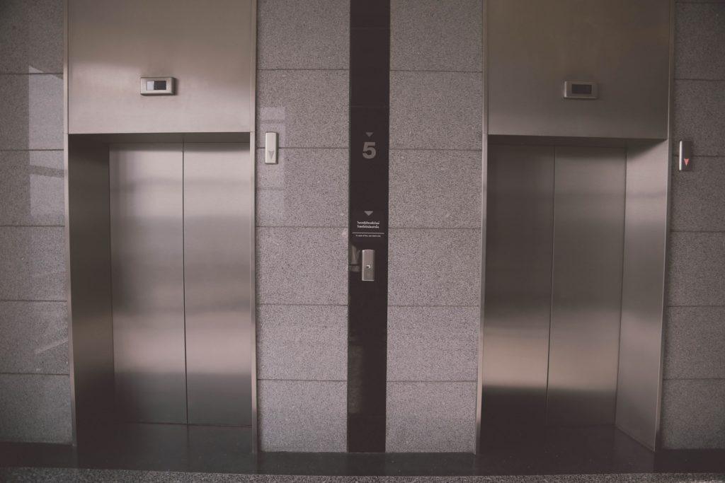 ลิฟต์หรูในโรงแรม