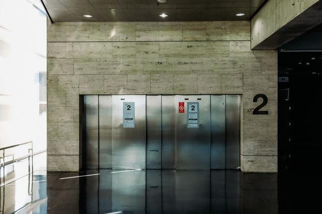 ข้อควรระวังเพื่อนการใช้งานลิฟต์อย่างปลอดภัย