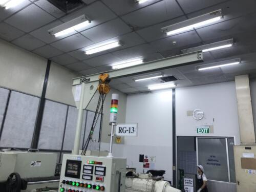 เครนในโรงงานขนาดเล็ก สีขาว